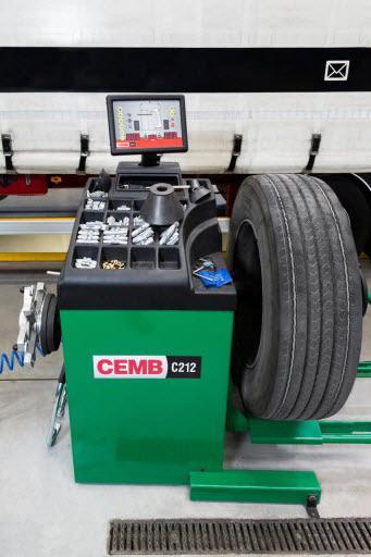 equilibrage des roues de camions pneus car control la louvi re. Black Bedroom Furniture Sets. Home Design Ideas